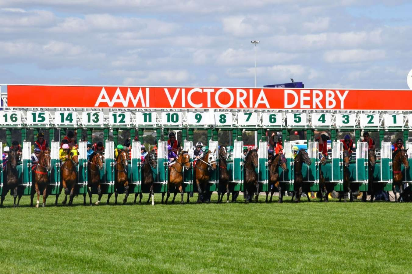 """""""The Swoopers"""" SportChamps Victoria Derby Day 02-11-19"""